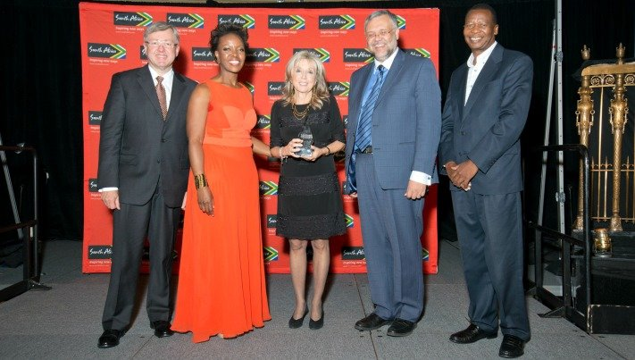 Lucille Sive Accepts the South Africa Tourism Ubuntu Award