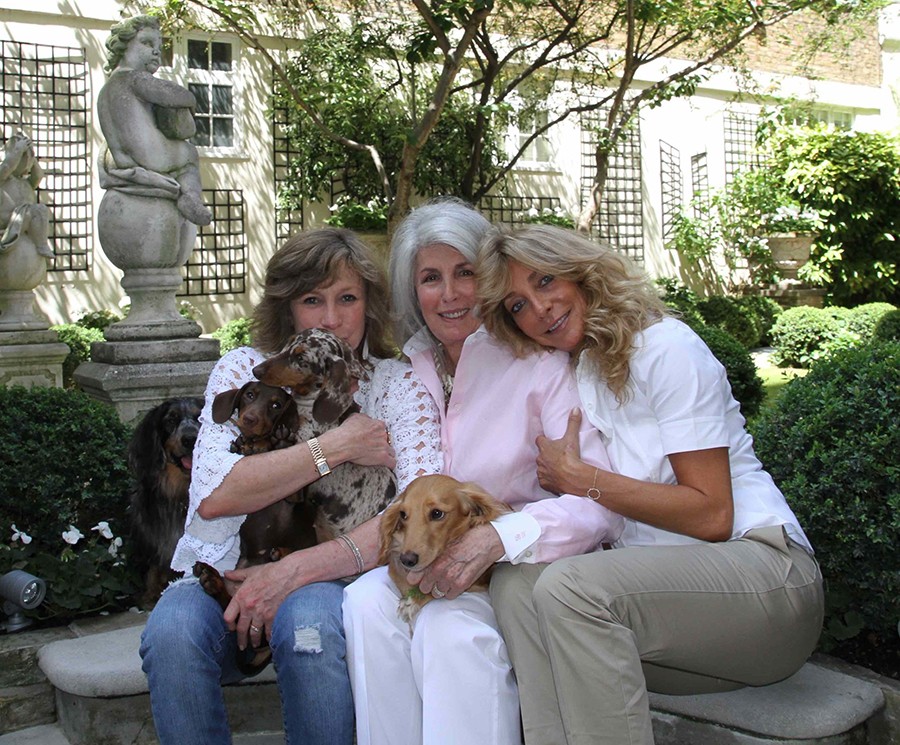 Bea Tollman with daughters Toni and Vicki